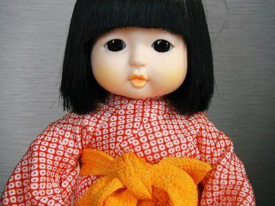 おかっぱ頭の日本人形