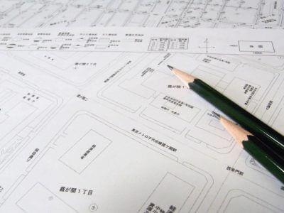 住宅地図と鉛筆