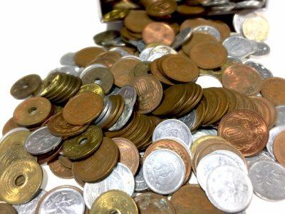 小銭貯金入金のため、ATMに通う夫婦!
