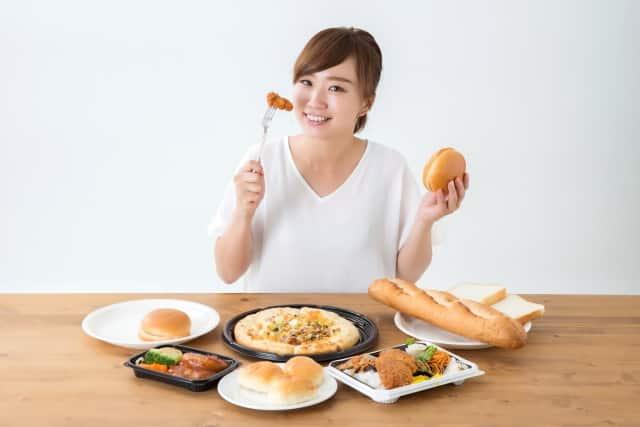 たくさん食べる女性