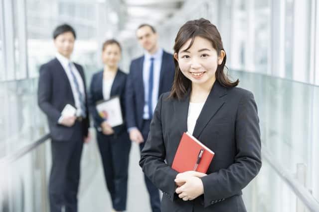 女性コンサルタントと同僚達