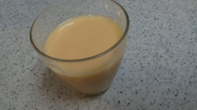 グラスに入った乳酸菌飲料