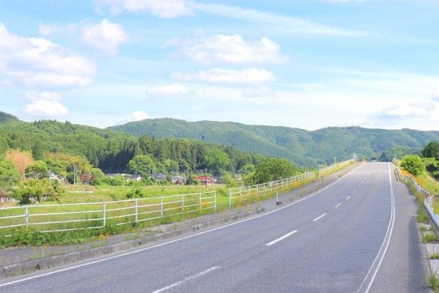 上り坂の国道