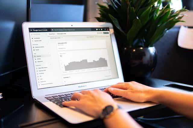 サーチコンソールの画面のパソコン