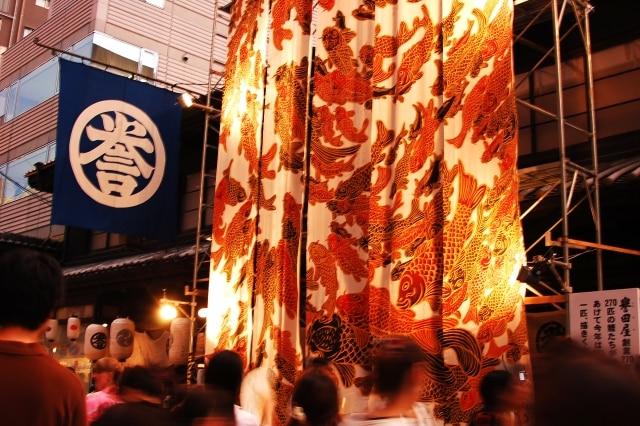 祇園祭の山車に掛かる西陣織