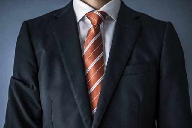 スーツ姿の税理士
