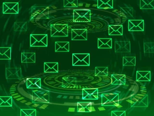 電脳空間に浮かぶメール