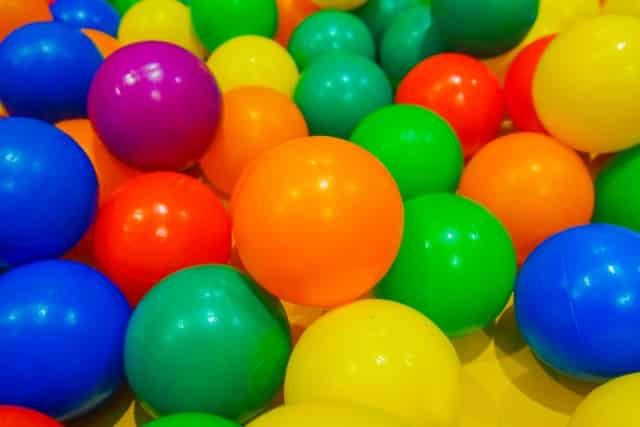 様々な色のカラーボール